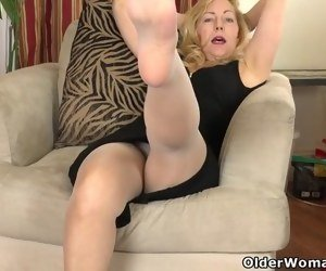 Hairy In Pantyhose Videos